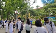 Hà Nội: Sĩ tử kín mít khẩu trang đến điểm thi làm thủ tục dự thi tốt nghiệp THPT năm 2020