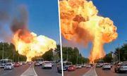 Video: Kinh hãi cảnh trạm xăng bất ngờ phát nổ, lính cứu hỏa bị thổi bay