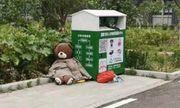 Bị vứt ra thùng rác vì quá cũ, chú gấu bông bất ngờ gây sốt mạng xã hội vì điều này