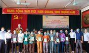 Agribank Nghệ An trao tặng sổ bảo hiểm xã hội tự nguyện cho các hộ gia đình có hoàn cảnh khó khăn