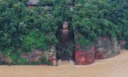 Trận lũ tại Trung Quốc đe dọa tượng Phật khổng lồ, khiến 100.000 người phải sơ tán