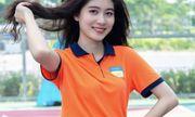 Nữ sinh trường Hutech mang vẻ đẹp ngọt ngào, diện đồng phục cũng