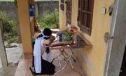 Cô gái Nghệ An trở về từ Đà Nẵng lập bàn thờ trong khu cách ly để chịu tang mẹ