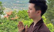 Dân mạng xôn xao về bức hình được cho là diễn viên Trọng Hưng xuất hiện ở một ngôi chùa