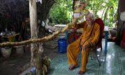 Cụ ông Việt Nam lên báo nước ngoài vì sở hữu bộ tóc dài 5m