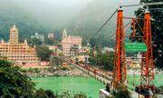 Người phụ nữ Pháp bị bắt vì khỏa thân quay video trên cây cầu thiêng của Ấn Độ