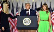 Đệ nhất phu nhân đanh mặt mỉm cười với con gái lớn Tổng thống Mỹ giữa loạt nghi vấn về mối quan hệ