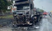 Xe container bốc cháy dữ dội khi đang lưu thông trên quốc lộ 1