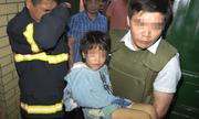 Giải cứu thành công bé gái bị bố đẻ bạo hành, thu giữ khẩu súng đã lên nòng