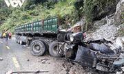 Xe đầu kéo mất phanh khi đổ đèo, hai người văng ra ngoài tử vong
