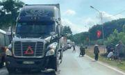 Tin tai nạn giao thông mới nhất ngày 14/9/2020: Vợ tử vong, chồng nguy kịch sau va chạm với container
