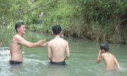 Chuyện về thầy giáo làng 5 năm dạy bơi miễn phí cho học sinh vùng quê nghèo