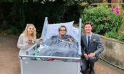 Cặp đôi tổ chức đám cưới trong nhà an dưỡng, biết lý do ai cũng xúc động