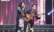 Anh Ba Ngọc Sơn đệm đàn cho danh ca Họa Mi hát ngay tại sân khấu Tuyệt đỉnh Bolero 2020