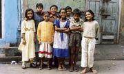 """Những đứa trẻ ở khu phố đèn đỏ lớn nhất Châu Á: Sống như một """"cái bóng"""", tương lai mù mịt"""
