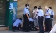 Tấn công bằng dao gần trường mẫu giáo khiến nhiều em nhỏ bị thương