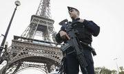 Tháp Eiffel bị dọa đánh bom, hàng trăm người đi sơ tán