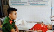 Thiếu úy công an hiến máu cứu cậu bé người Mông