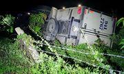 Dừng xe đi vệ sinh, tài xế bị chính chiếc ô tô mình lái tụt dốc tông tử vong