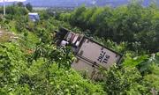 Tin tai nạn giao thông mới nhất ngày 1/10/2020: Dừng xe đi vệ sinh, tài xế chính ô tô của mình tụt dốc tông chết