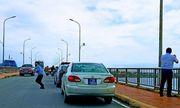 Vụ người dân phản ánh đoàn ôtô biển số xanh đỗ trên cầu để chụp ảnh: Chủ tịch Quảng Bình nói gì?