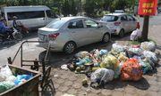 Hà Nội: Công nhân vệ sinh đình công, người dân khốn khổ vì rác thải tràn ngập đường phố