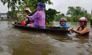 Mưa lớn kéo dài ở miền Trung, nước lũ dâng cao cả mét
