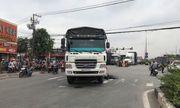 Tin tai nạn giao thông mới nhất ngày 10/10/2020: Ô tô tải va chạm xe máy, 1 người tử vong