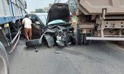 Đồng Nai: Bị xe ben đâm từ phía sau, ô tô 4 chỗ lao thẳng vào gầm xe tải