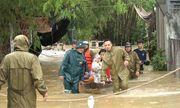 Mưa lũ lịch sử ở Huế, nửa đêm giải cứu người dân bị kẹt do nước dâng cao