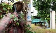 Nông dân Campuchia dùng bù nhìn để ngăn chặn COVID-19