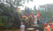 Giải cứu 3 người mắc kẹt trong 2 thuyền rồng ở Thừa Thiên-Huế
