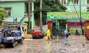 Hà Nội: Xe ôtô mất lái, húc đổ hàng rào trường mầm non