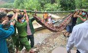 Vụ sạt lở thủy điện Rào Trăng 3: Thi thể nạn nhân đầu tiên được đưa ra khỏi hiện trường