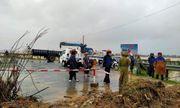 Dùng thuyền vượt hơn 1km trong lũ dữ ở Quảng Bình, chở sản phụ đi sinh