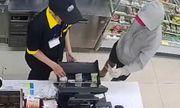 Bắt giữ đối tượng dùng dao khống chế 2 nhân viên cửa hàng tiện lợi để cướp tiền