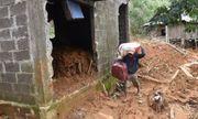 Người dân kéo sập nhà rồi bỏ chạy trong đêm nơi bùn đất \