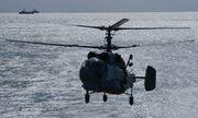 """""""Sát thủ săn ngầm"""" Ka-27 của Nga thực hành hạ cánh trên tàu khu trục"""