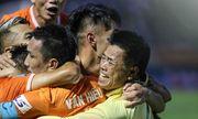 Thắng Phố Hiến, Bình Định vỡ òa vui sướng, ăn mừng thăng hạng V-League sau 12 năm chờ đợi
