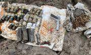 Đào đất cải tạo vườn, tá hỏa phát hiện hàng trăm viên đạn cùng 1 khẩu súng