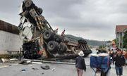 Hiện trường vụ xe container tránh ổ gà bị mất lái, rơi từ cầu vượt xuống đường