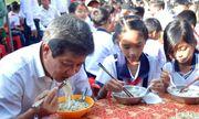 Ông Đoàn Ngọc Hải mời hơn 200 học sinh nghèo ăn phở
