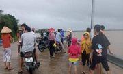 Phú Yên: Đi xem lũ lên, một người đàn ông bị nước cuốn mất tích
