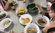 Vụ bữa ăn bán trú của học sinh chỉ có trứng và canh: Phụ huynh gửi đơn khiếu nại