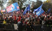 Hàng nghìn người ủng hộ Tổng thống Trump biểu tình, phản đối