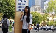 Nữ sinh lớp 12 ở Hà Nội