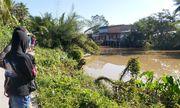 Kinh hãi phát hiện thi thể nam giới đang phân hủy trôi lập lờ trên sông
