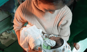 Chồng sản phụ tiết lộ sự thật về thông tin bé trai sơ sinh bị bỏ rơi trong nhà vệ sinh