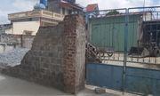 Vụ tường bao đổ sập khiến nữ sinh lớp 6 tử vong: Triệu tập con trai chủ nhà