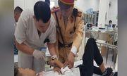 Nam sinh gặp nạn được CSGT kịp thời đưa đi cấp cứu